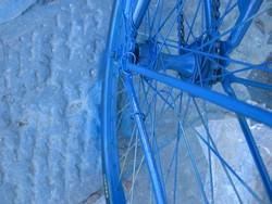 Pedalea 3. Exposición Bici 2007. Título. Azul. Guardabarros.org